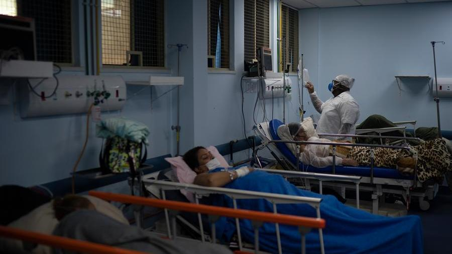 """Covid in Brazil, sedatives are not available and intubated patients are associated.  Nurse: """"They ask us not to let them die."""""""