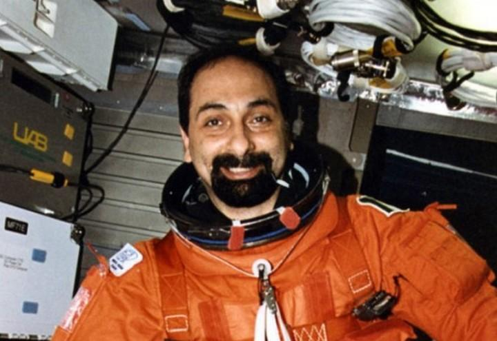 Umberto Guidoni / Twice Astronaut on the Shuttle: From Space to Politics ...