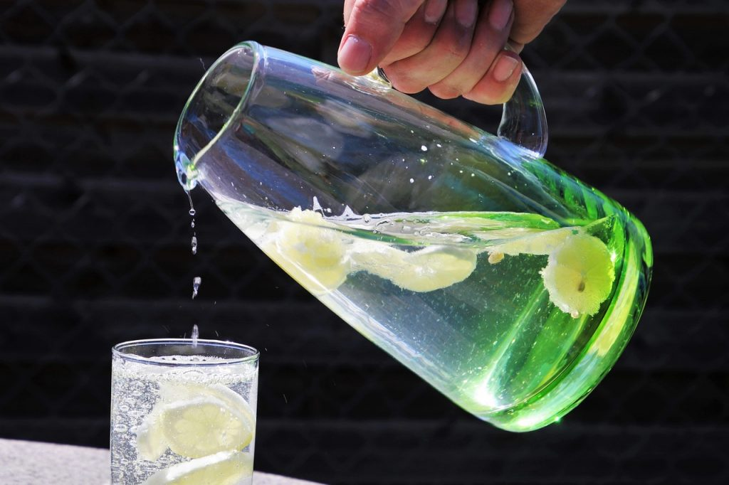 With these 5 simple tricks, we will keep ourselves hydrated, healthy and beautiful