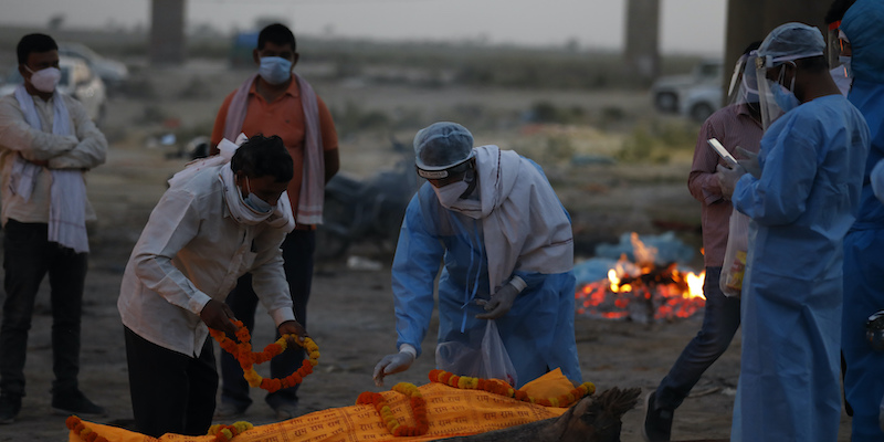 Dozens of corpses have been found in India in the Ganges, and it is suspected that they are people who have died from COVID-19 and whose bodies have not been cremated.