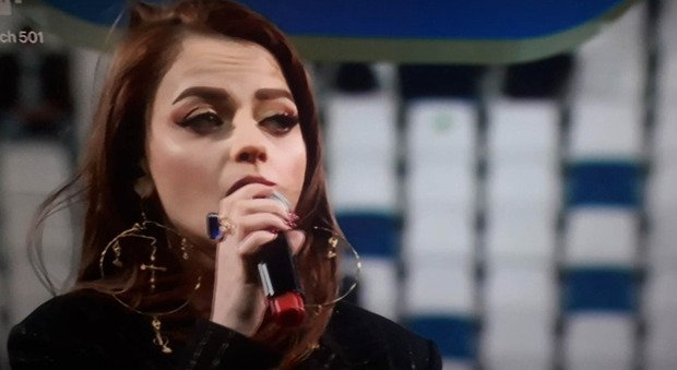 """Coppa Italia final, Annalisa sings the national anthem and displaces everyone: """"What have you done?"""""""