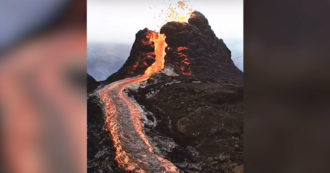Eruption of Nyiragongo volcano in the Congo: Crater eruptions and lava flow - video