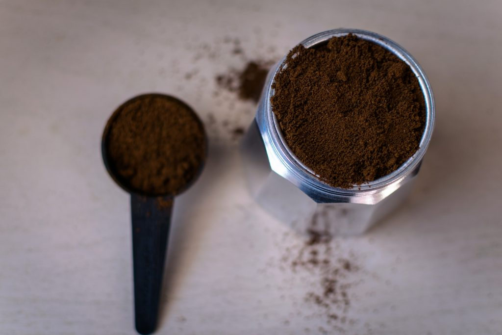 A very simple but great trick that we must all use when making coffee to save time and money