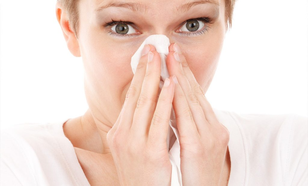 Anyone with a pollen allergy should know these everyday secrets that can provide incredible relief