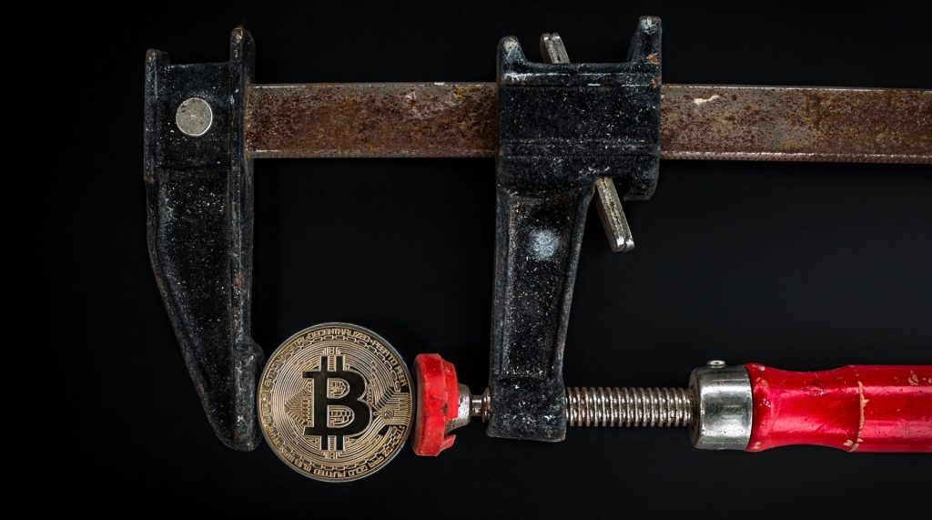 Bitcoin is under pressure and now the downturn can be very strong