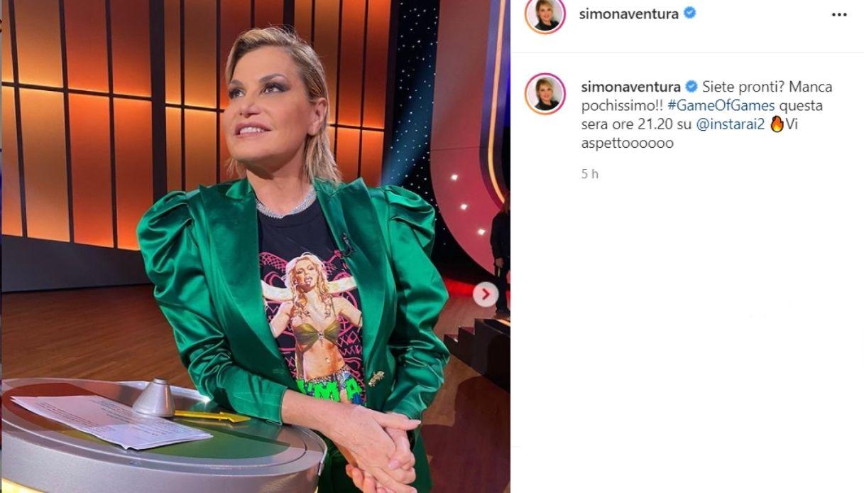 Simona Ventura's look