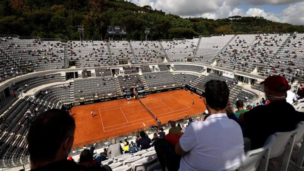 International Tennis: Djokovic in the quarter-finals, from Brettini.  Sonego at 7 pm