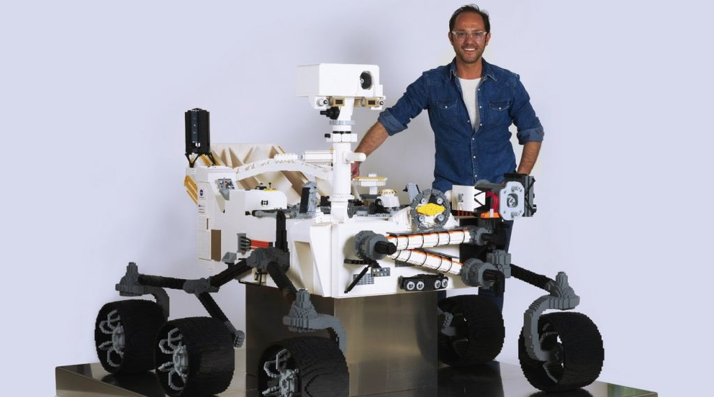 """The US State Department invites an Italian """"genius"""" LEGO to build the Mars Rover"""