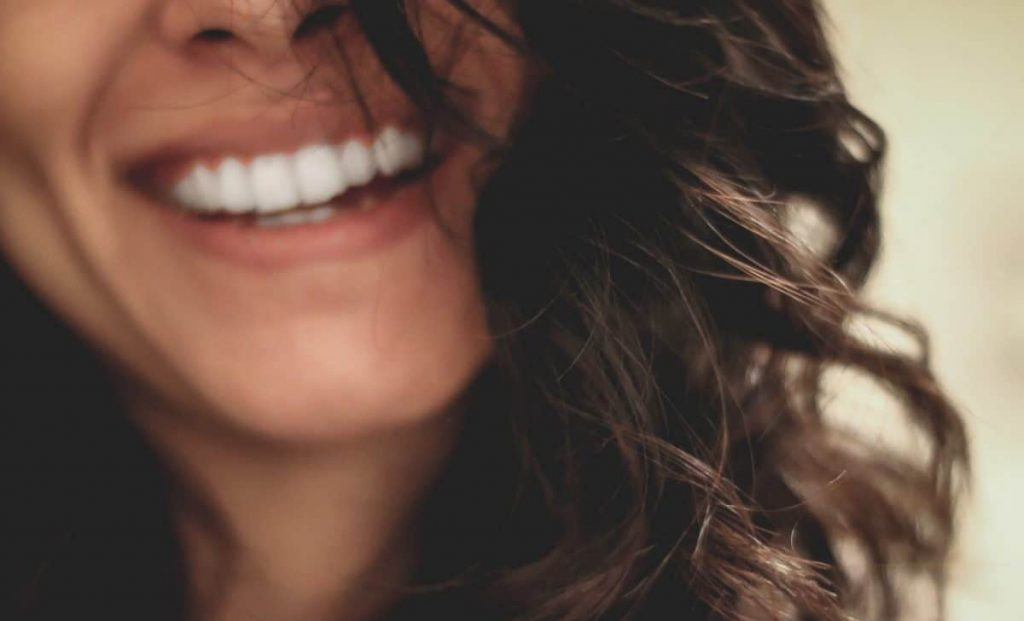 We'll say goodbye to yellow and dull teeth thanks to these inexpensive natural remedies that will get us through this amazing discomfort!