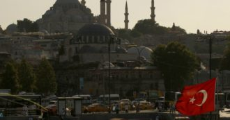 Moody's downgrades Turkey's rating.  The risk of a currency crisis looms