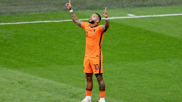 Netherlands wins first place with Super Depay