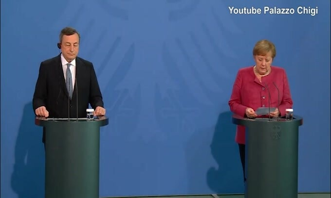 """Merkel: """"No problem with Draghi except for football"""""""