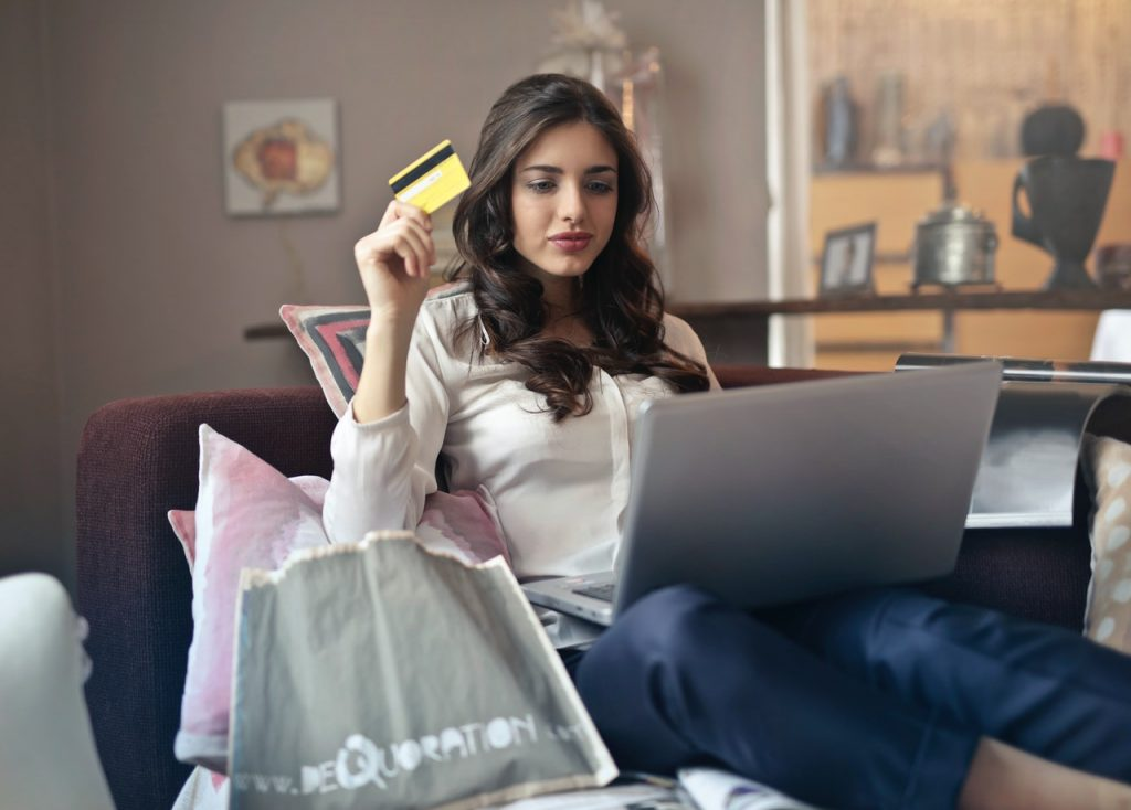 4 tricky and practical tips to use your credit card online safely and without fear of your money being stolen