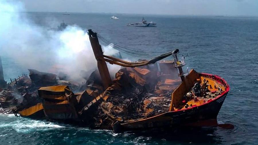 A merchant ship sank off the coast of Sri Lanka, an environmental disaster feared