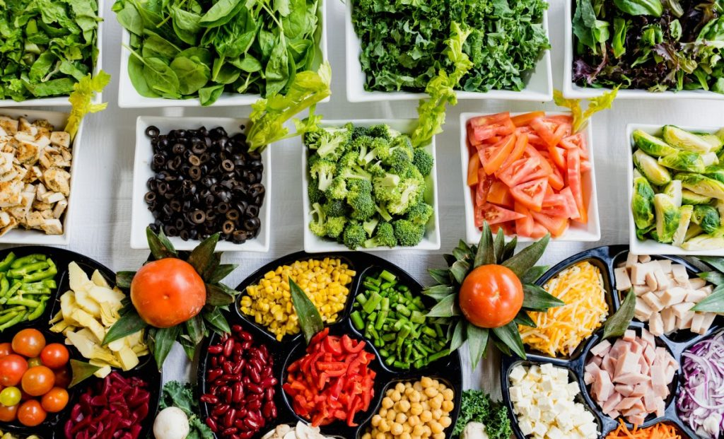 According to experts, there is a rule to follow in order to follow a healthy diet