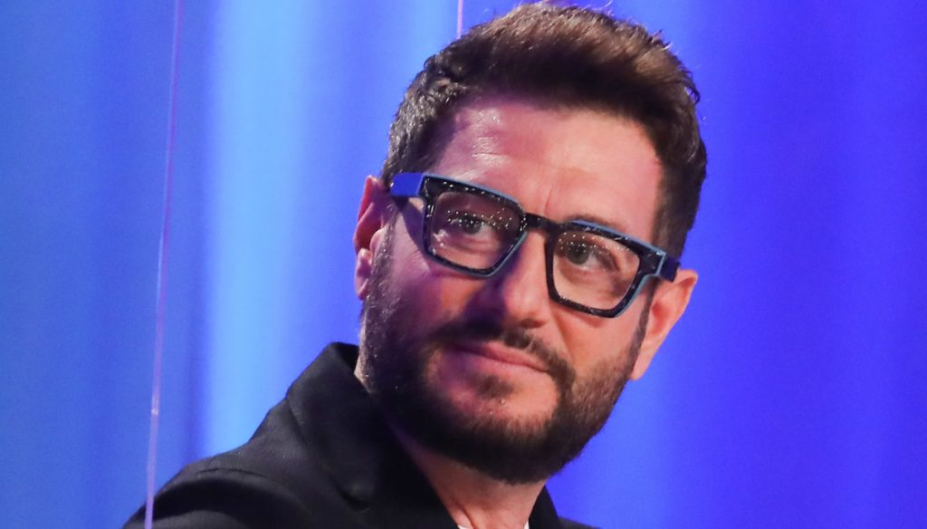 """Enrico Papi and back to Mediaset: """"Bullying by powerful colleagues"""""""