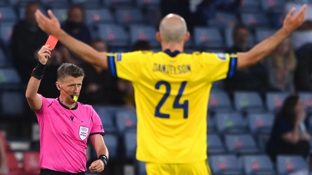 Euro 2020, controversy and storm over referee Orsato: 'ridiculous'