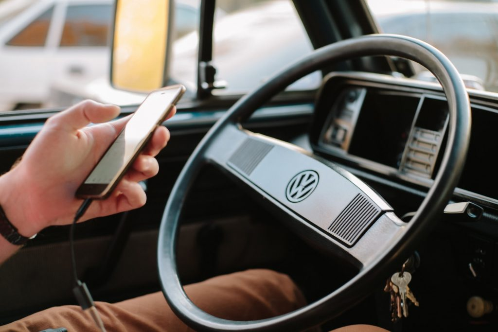 Here's what to do when charging your smartphone in the car to wait a bit and not irreparably damage the battery