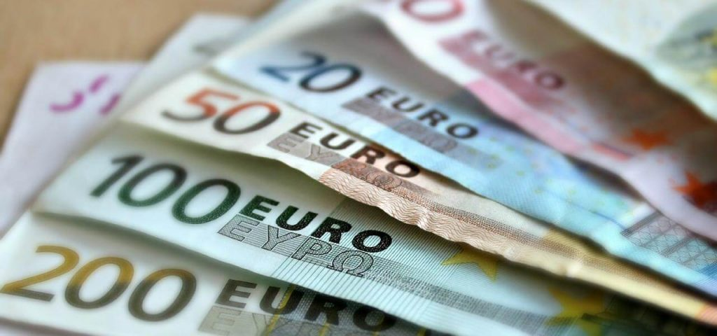 """How Much Money Do You Need to Be Happy?  / US study: """"At least 80 thousand euros a year"""""""