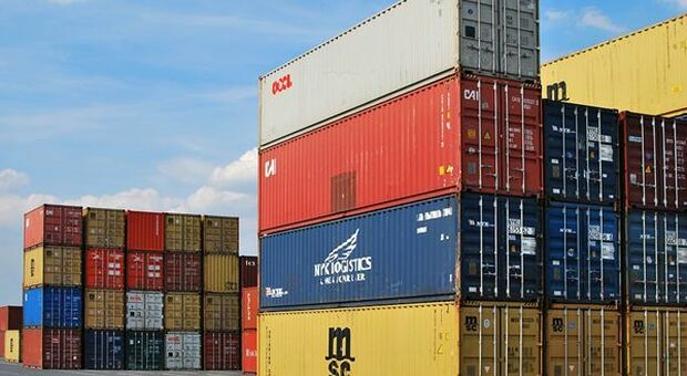 In the United States, the April trade deficit narrowed to $ 68.9 billion