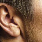 The strange phenomenon of red and very hot ears that worries too much