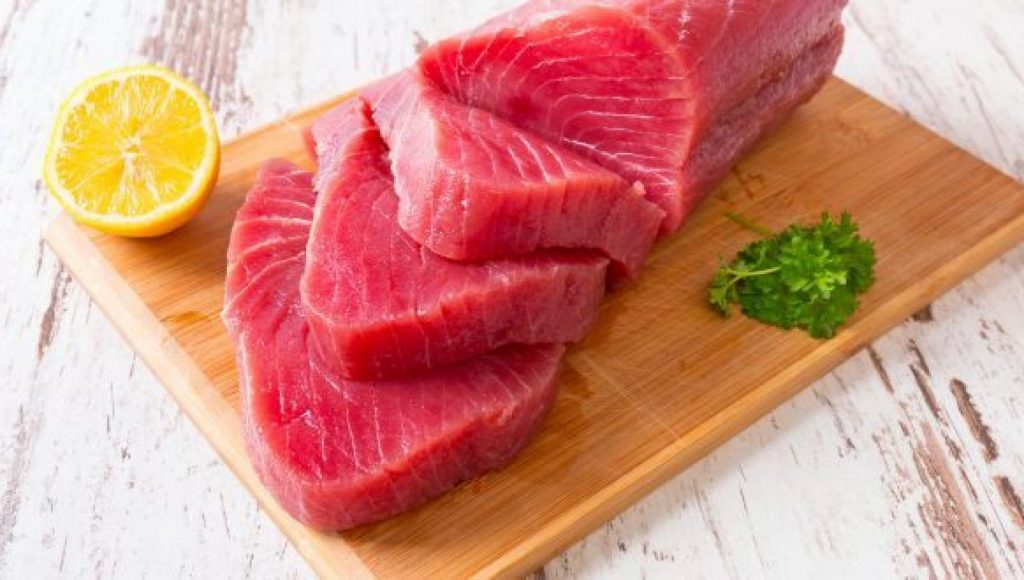 They eat tuna at the restaurant: nine of them end up in the emergency room