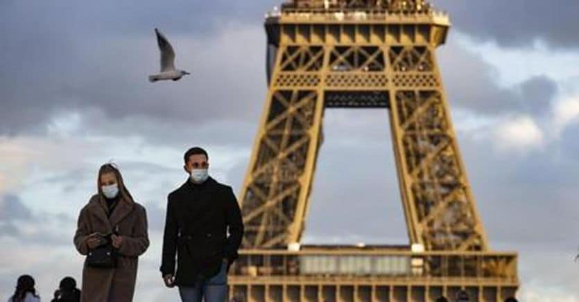 Traveling abroad: There are no swabs in France, Spain and Germany if you have been vaccinated