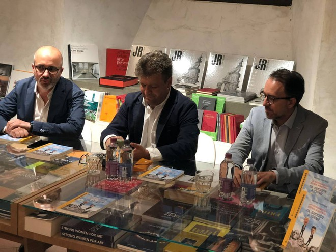 A book on 60 years of American history presented in Florence, from Kennedy to Trump