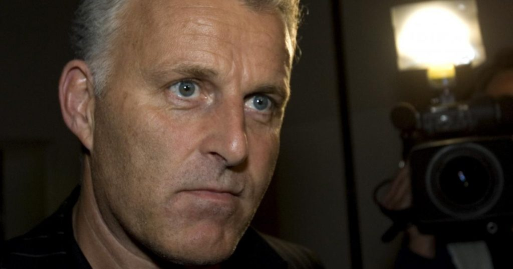 """Amsterdam, journalist Peter de Vries shot: It's serious.  He was on the """"black list"""" of fugitives"""