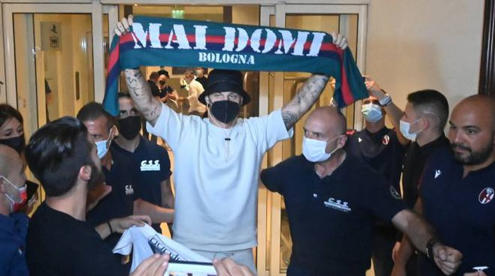 Arnautovic in Bologna: The fans block the Independenza road in the long wait - Sports - Football