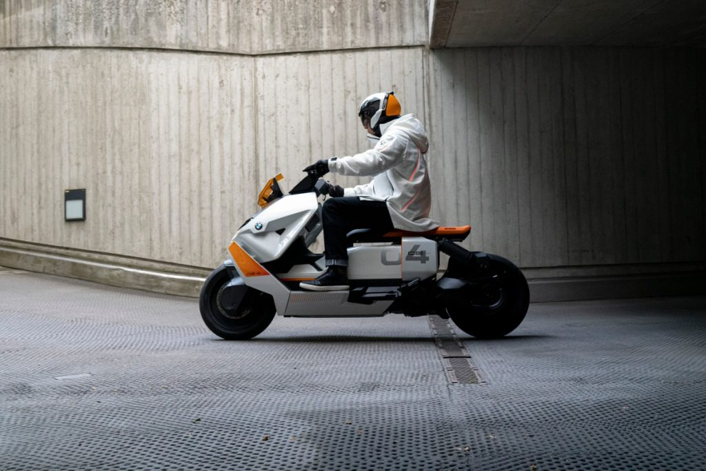 BMW Definition CE 04, the new electric scooter will appear on July 7