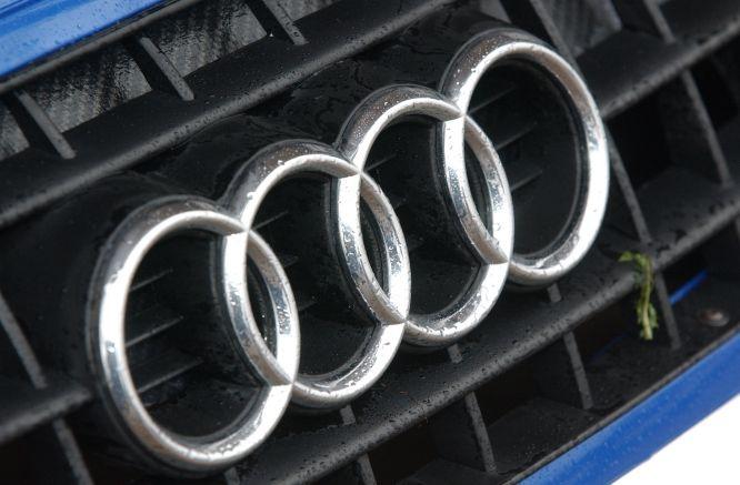 Incubo alluvione in Germania, decine di Audi distrutte