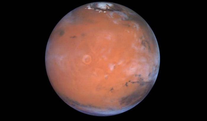 Lights and shadows on the hidden lakes of Mars