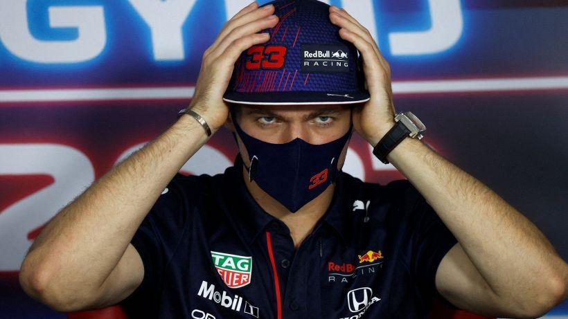 Formula 1: Max Verstappen Lewis Hamilton, hit and shoot