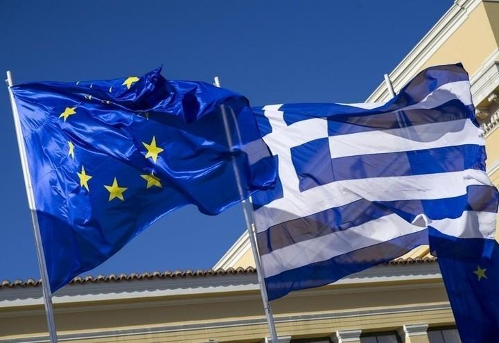Grecia_Ue_Bandiere_Lapresse