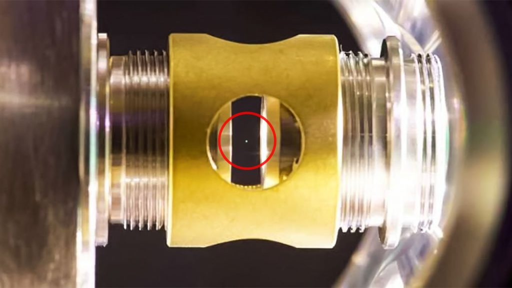 """Physicists managed to lift a glass ball, thrust it into the """"quantum world"""""""
