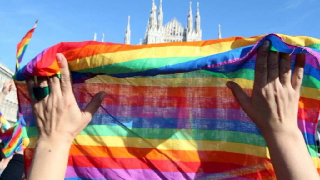 """The Vatican condemns for the first time """"cures"""" to treat homosexuality"""