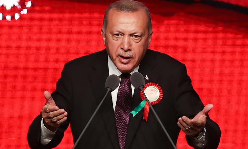 Thousands flee to Turkey, a problem for Erdogan
