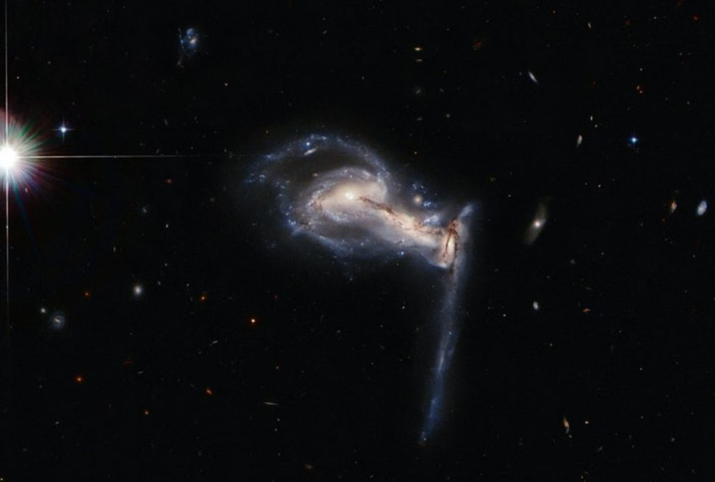Collision captured 3 galaxies that met each other