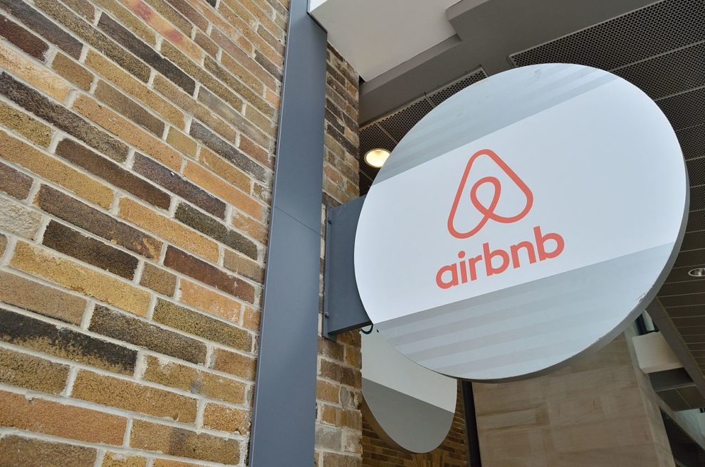 Even Airbnb Discovers the Electric Car: Recharge in the App