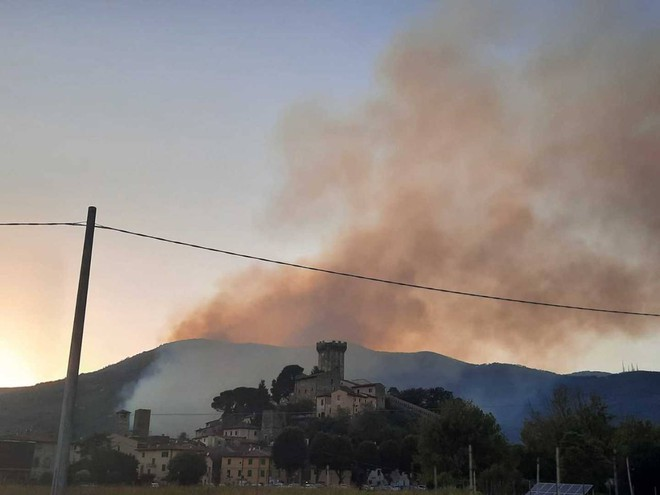 """Fire play, Monte Picano in flames. """"Do not give way to help"""", The case is empty"""