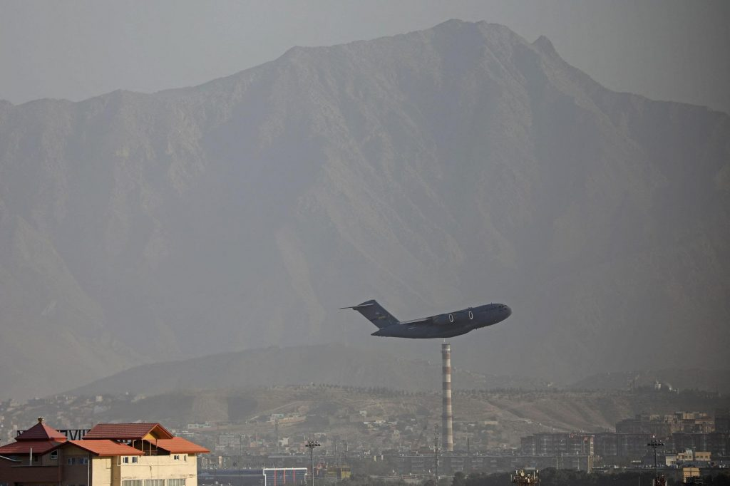 Afghanistan, US flights transport Afghan migrants from Italy to the United States