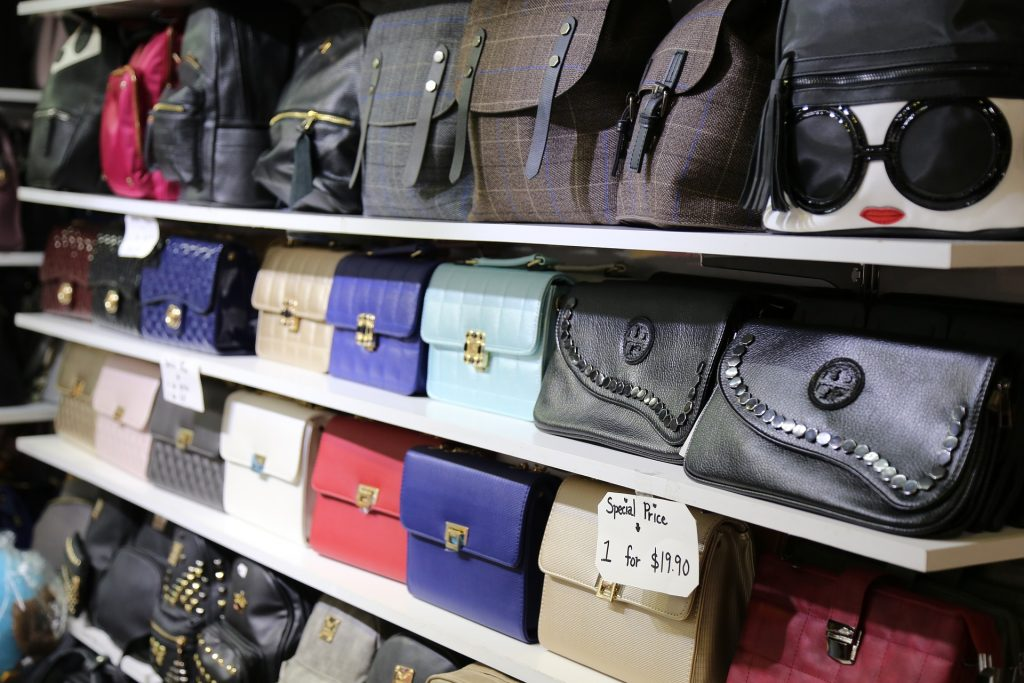 Beware the bags that will be out of fashion next winter because they will not make us regret the summer