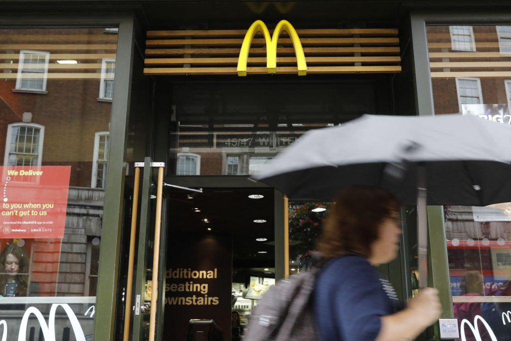 Brexit and Covid, empty shelves in the GB: McDonald's without a milkshake