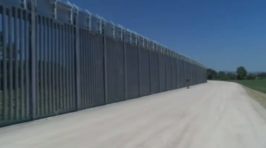 Danger of a wave of refugees from Afghanistan, Greece erected a 40-kilometer wall on the border with Turkey