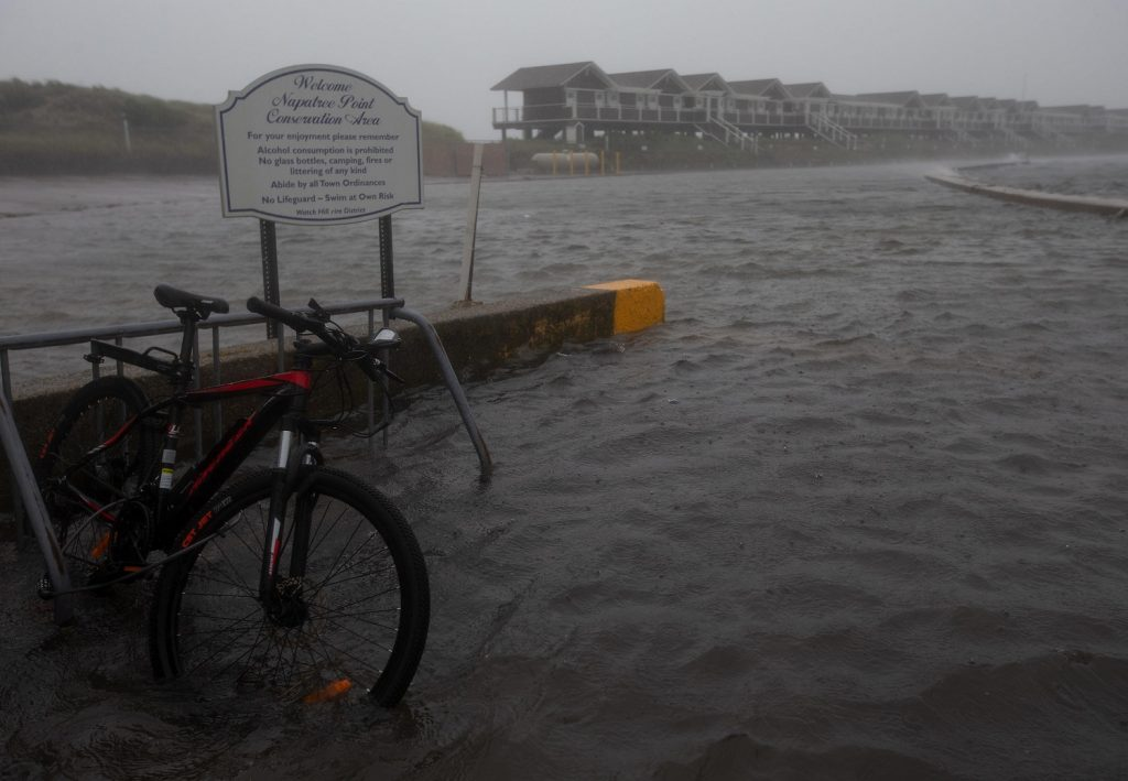 Tropical Storm Henry lands in Rhode Island: a thousand flights canceled and a wave up to 6 meters high in the northeastern United States