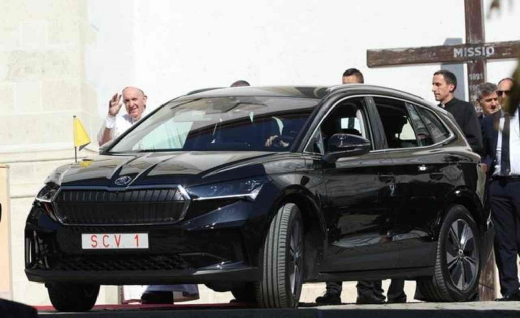 Pope Francis, the electric SUV during his visit to Slovakia: the model