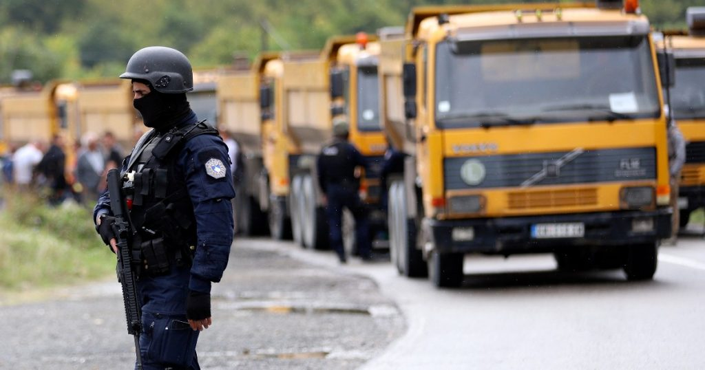 Kosovo, police impose temporary number plates on cars coming from Serbia: Tensions in the north