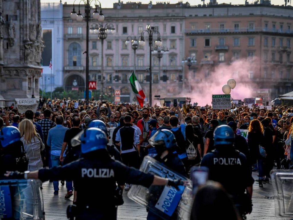 No Boss March in Milan: Slogans against Mattarella and Drake